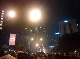 Sudirman facing Bunderan HI. Even before 12, people already lighted on the fireworks