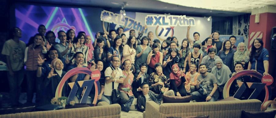 Foto bersama XL17th!
