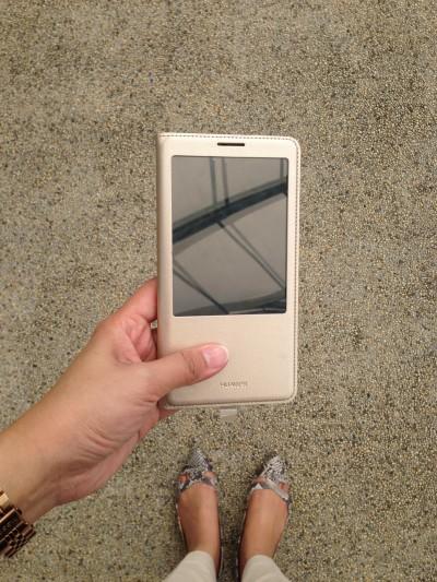 Ini dia penampakan Huawei Ascend Mate 7 sudah memakai casing asli Huawei :D