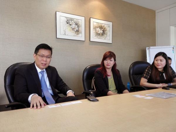 Sempat diam-diam foto Dokter Vincent Chia dan tim waktu ngobrol-ngobrol