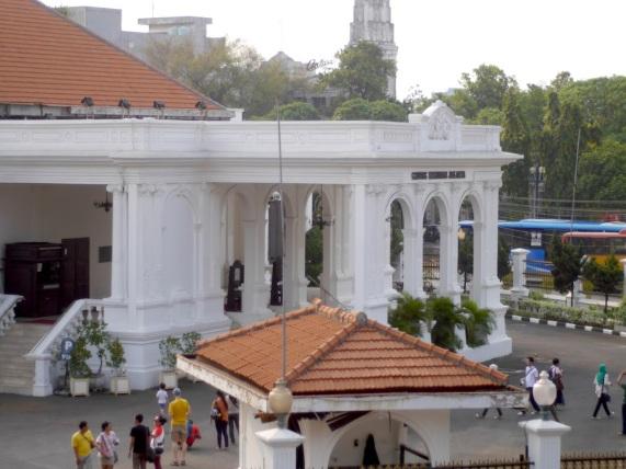 Gedung Kesenian Jakarta dari jauh