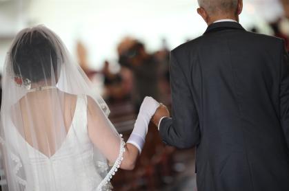 Papa saat mengantar saya ke depan altar, di hari pernikahan saya