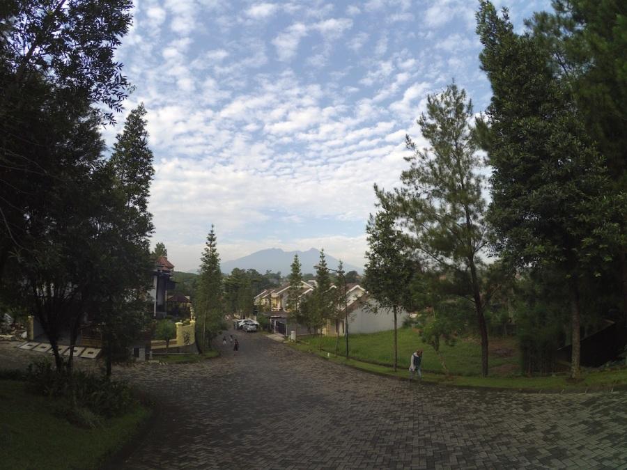 #JuliNgeblog Ini waktu saya jalan pagi dekat rumah di Bogor