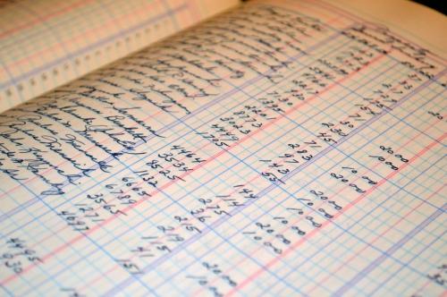 Dulu saya memantau keuangan ya manual begini (sumber: free photos)